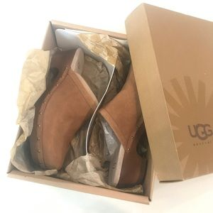 New in box Ugg K Evie clogs